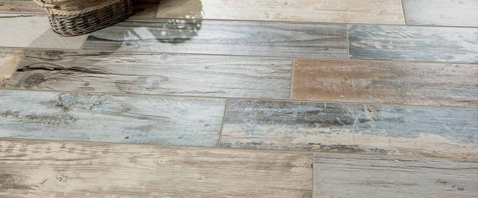Expo Multi Distressed Wood Effect 225 x 900mm