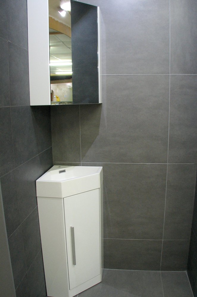 Elegant Bathroom 600 X 300 White Wall Tiles With Grey Grout  House