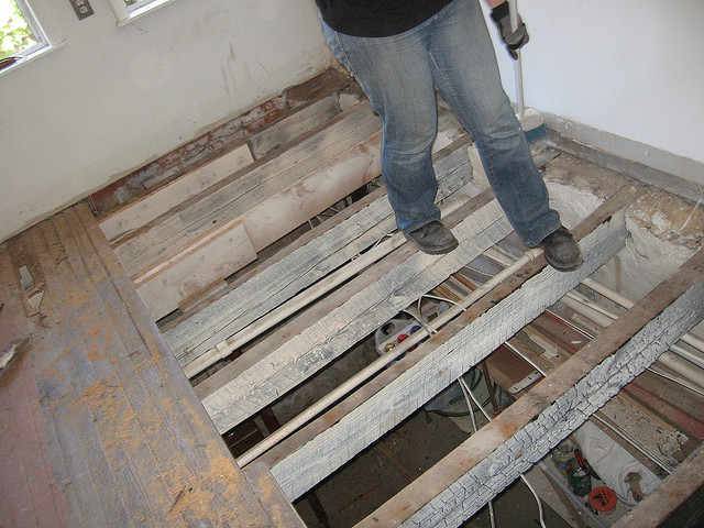 removing a wood subfloor